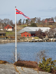 Vive la Norvge (thomaspollin [thanks for 1.3 million views !!!]) Tags: norway stavanger norge europa europe thomas flag norwegen norwegian norwegianflag coasts drapeau kste rogaland norvge rennesy pollin ctes norvgien thomaspollin hillefjorden drapeaunorvgien