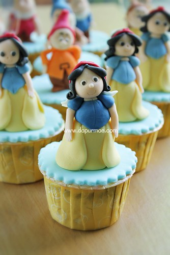Snow White anda Dwarves Cupcakes
