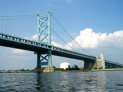 Benjamin Franklin Bridge over the Delaware River, Pennsylvania-New Jersey (jag9889) Tags: road bridge philadelphia puente newjersey kayak crossing suspension pennsylvania camden steel nj bridges ponte pa kayaking toll pont benjaminfranklin brcke paddling waterway crossings bbk delawareriver 1926 camdencounty philadelphiacounty drpa delawareriverportauthority k435 delawareriverportauthorityofpennsylvaniaandnewjersey