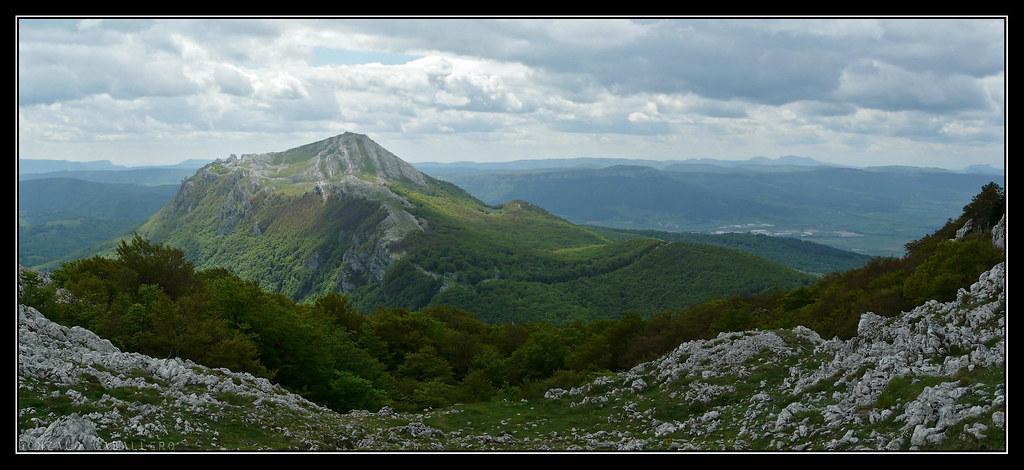 Aratz (1445 m.) desde la subida al Aizgorri