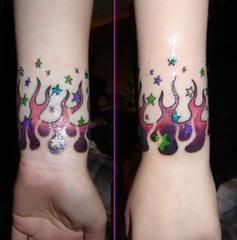 foto tatuagem no pulso de mulher