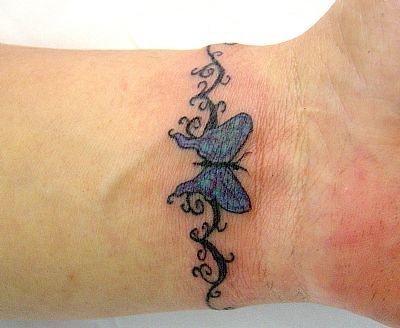 tatoo no pulso feminina