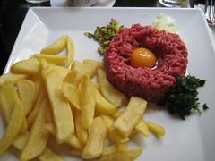 Tartare de boeuf , ou steak haché cru