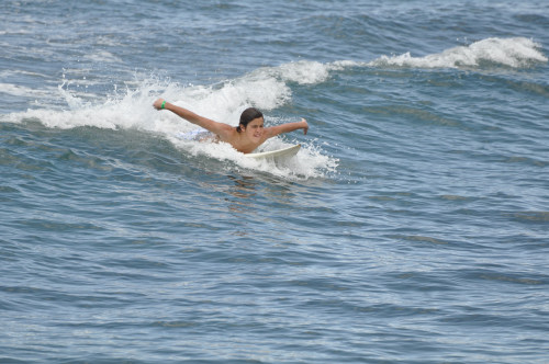 jake-t-austin-surfing-hawaii%20(8)_0