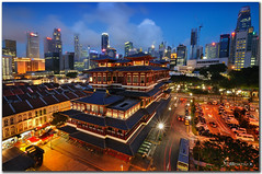 singapore - Buddha Tooth Relic Temple (fiftymm99) Tags: travel night shopping temple nikon singapore worship chinatown tour eating buddha tourist buddhisttemple shophouses singaporechinatown touristattration fiftymm nightsingapore buddhatoothrelictemple nikond300 fiftymm99 singaporenightlight