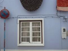 . (Ponto e virgula) Tags: cortina window cabo curtain cable rug janela signpost tapete sines sinal utilitybox caixadaedp