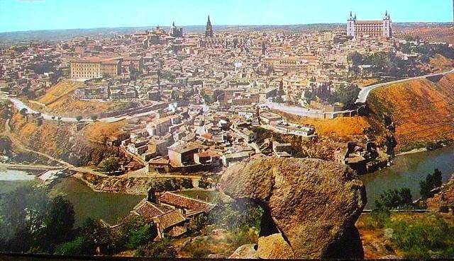 Toledo visto desde la piedra del Rey Moro hacia 1980