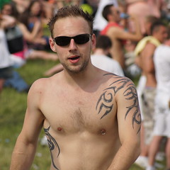 Tattoos galore! (CharlesFred) Tags: shirtless england man men tattoo surrey tattoos epsom thederby shirtlessmen epsomdowns tattoeage workforcesderby
