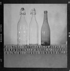 #07 (mado) Tags: transparency glass head david bottle lens wire wool cardboard stilllife vetro filo rocchetto trasparenza naturamorta cartone alveolare voigtlander brillant 6x6 mediumformat 120