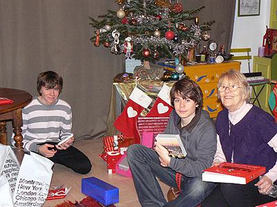 ouverture des cadeaux à la maison.jpg