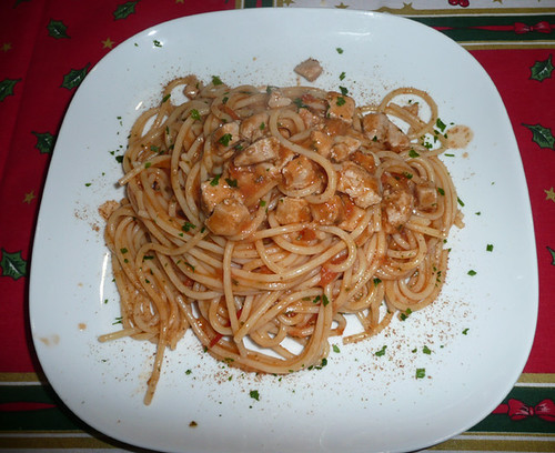 spaghetti con sugo di tonno fresco