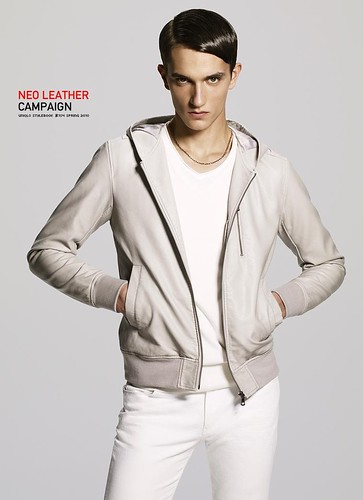 UNIQLO 0201NEO LEATHER CAMPAIGN_Jakob Wiechmann