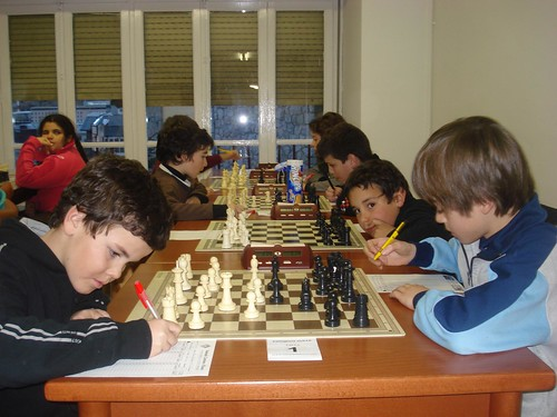 Arnau Jansat, a la dreta, enfront Guillermo Jauregui