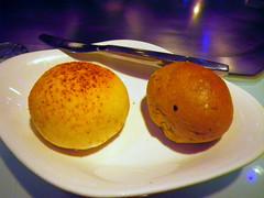 帕瑪森起司麵包、雜糧麵包