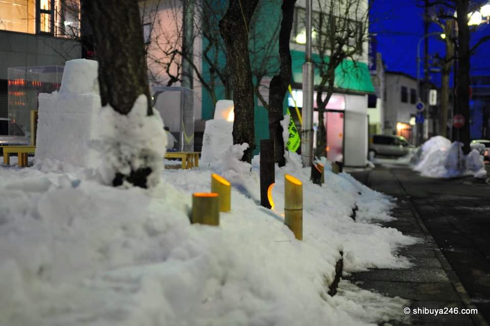 As well as kamakura there were also other lights along the street creating a warm atmosphere.