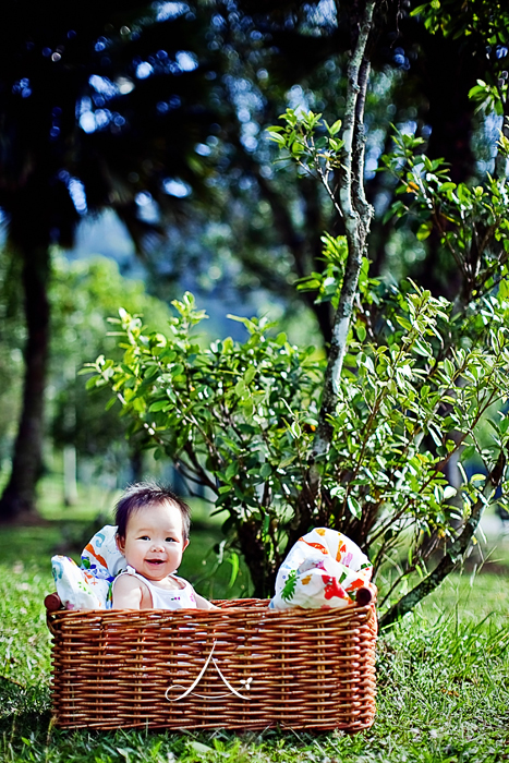 Love that basket! :D And of cos the baby in it too! ;)