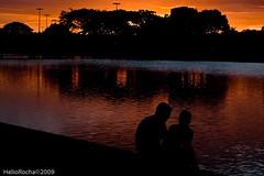 Silhouette 02 (Helio Rocha) Tags: silhouette brasil lago df bra casal brasilia entardecer silhueta 2pair