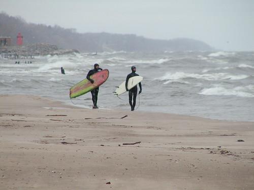 stjoe03-20-10surfers