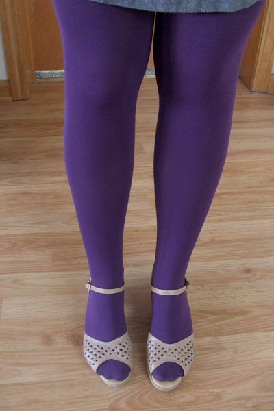 04.05.10 legwear detail
