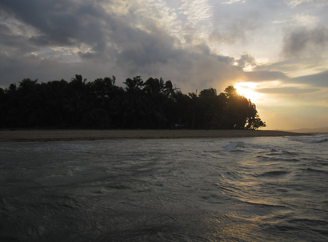 Ovalau 05 - Caqalai - Arriving on the island at sunset by Ben Beiske