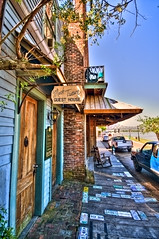 Mark Twain Guest House (Mike Talplacido) Tags: mississippi mississippiriver natchez saloon guesthouse marktwain underthehill samclements
