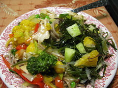 Stir Fry Noodles and Seaweed Salad (prima seadiva) Tags: food seaweed vegetable vegetarian seavegetable seavegetables restaurantware