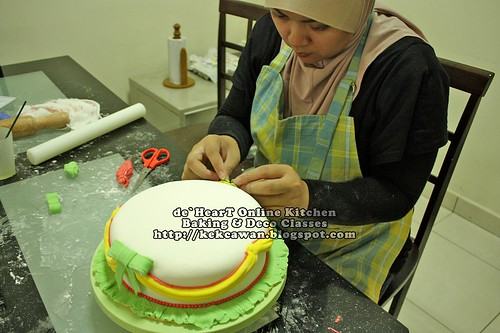Batch 13 April 2010: Basic Fondant Cake Deco