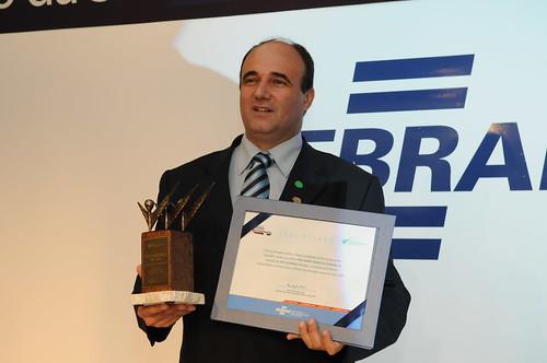 Prefeito José Sidney Nunes de Almeida levou o prêmio do Sebrae. Crédito: Divulgação