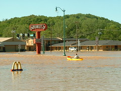 Sunken arches (riffsyphon1024) Tags: water flooding downtown kayak underwater waterfront tn flood tennessee may kayaking finepix fujifilm riverfront rise redriver submerged cumberland clarksville h20 2010 cumberlandriver riversidedrive floodwater montgomerycounty fujifilmfinepix2800 inundated dihydrogenmonoxide colormyworlddaily cmwd cmwdyellow galleried may2010 colormyworlddailyyellow