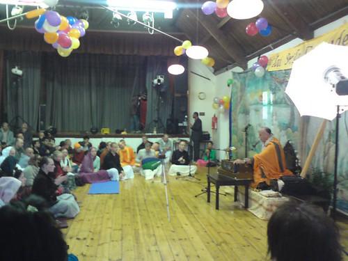 Indradyumna Swami Vyasa puja in UK 2010 -0010 por ISKCON desire  tree.