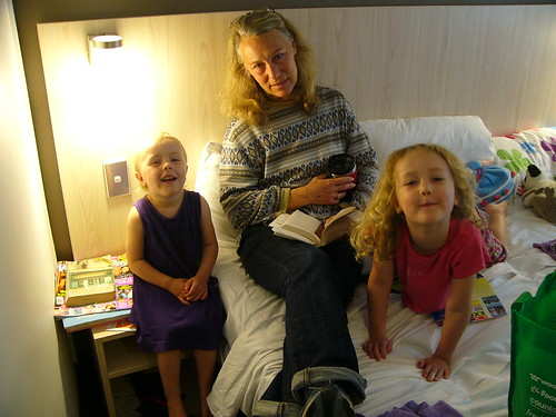 20100403b Kat, Vicky and Mimi at the hotel
