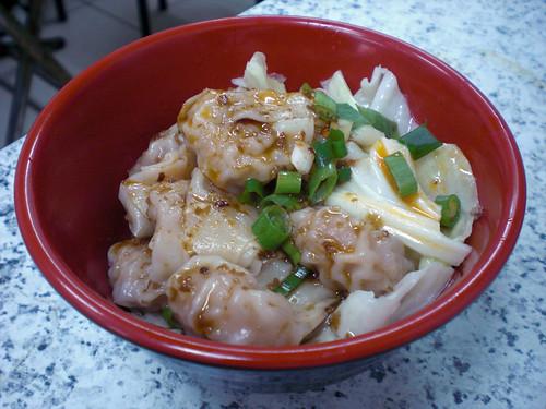 紅油抄手 (Sichuan style wontons)