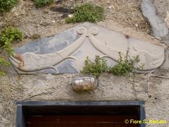 Triora (IM), 2010, portale del centro storico. (Fiore S. Barbato) Tags: italy argentina liguria valle stemma imperia portale triora bassorilievi bassorilievo portali stemmi