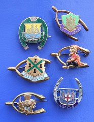 Holiday souvenir badges – horseshoe & wishbone good luck symbols (RETRO STU) Tags: london edinburgh plymouth horseshoe leprechaun wishbone merrythought goodluckcharms methil holidaysouvenirs enamelbadges holidaybadges