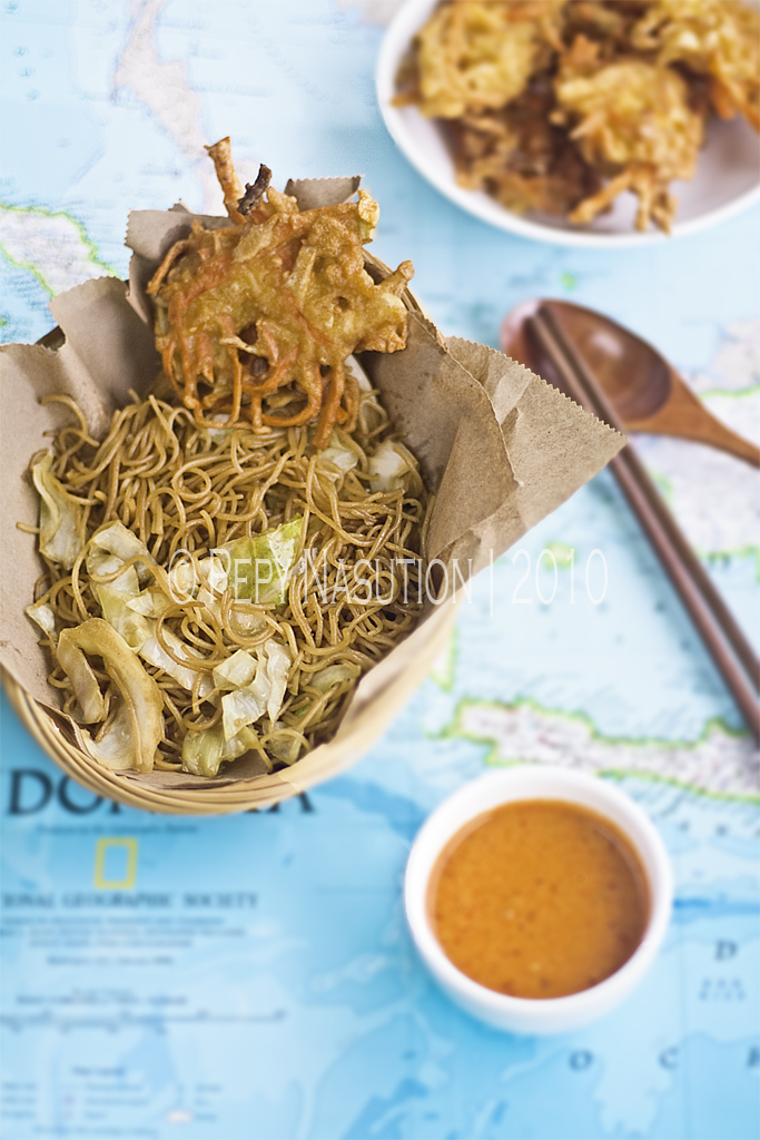 Fried Bihun, Vegetable Fritters and Peanut Sambal