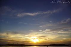Di antara dua gunung kecil.. (memet metz) Tags: sunset sky beach indonesia di gunung awan lanscape kuta sore dua kecil jerman antara