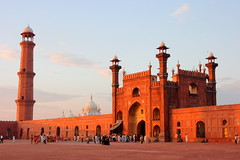Badshahi Mosque At Sunset (Amir Mukhtar Mughal | www.amirmukhtar.com) Tags: pakistan light sunset red people building history architecture canon design warm mosque amir mosquee historical mezquita punjab visitors lahore masjid badshahimosque redstone mughal badshahi mughals greatmoghuls amirmukhtar badshahimosquelahore00182