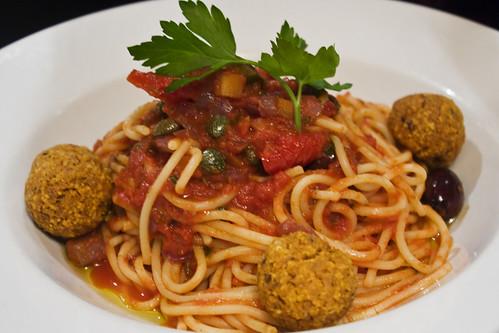 organic spaghetti & meat free balls