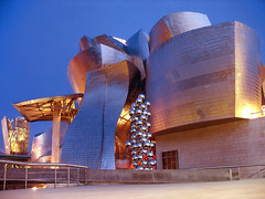 Blue Hour Architecture, Guggenheim Museum Bilbao, Spain (Batikart) Tags: travel bridge blue roof light vacation sky urban house holiday color building art weather museum architecture night canon reflections river geotagged fire design spring spain europa europe cityscape nacht dusk geometry modernart urlaub haus gehry bilbao torch april architektur guggenheim bluehour dmmerung curve titan brcke fluss vasco gebude euskalherria euskadi modernekunst vizcaya basquecountry spanien vacanze 2010 nachtaufnahme frhling baskenland biskaia nervin blauestunde canonpowershota610 pasbasc 100faves 50faves guggenheimmuseumbilbao 200faves biskaya viewonblack 300faves superaplus aplusphoto 400faves batikart