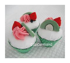cupcake tecido mod.7 (Cupcakes de tecido Cupcakeland) Tags: cupcakes decoração presentes sache lembrancinhas alfineteiro agulheiro cupcakefeltro docesdefeltro cupcakedetecido lembrançaparachá lembrançaparacasasamento docesemfeltro docesemtecido