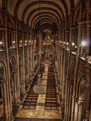 Los pilares de la Tierra (Isidr☼ Cea) Tags: santiagodecompostela araña hdr lámpara columnas iluminación focos catedraldesantiagodecompostela triforio zuiko1454 altarmayor navecentral olympuse3 isidrocea