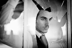 [フリー画像] 人物, 男性, ポルトガル人, 窓辺, モノクロ写真, 201007081300