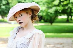 Mary Muhsal Portrait (color edit) (hannes.trapp) Tags: park portrait woman color green beauty canon eos mary 7d grn makingof 20th edel schick kopfkino 20er filmdreh spielfilm img077431 muhsal marymuhsal