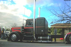 photo by secret squirrel (secret squirrel6) Tags: black classic beautiful waiting gorgeous transport australia victoria chrome alexandra trucks resting airbag bonnet bobtail secretsquirrel kw stopped kenworth semitrailer bigrig custompaint truckshow ruralaustralia alcoas aussietrucks roundtanks kloscustomtrucks worldtruck secretsquirrel6truckphotos