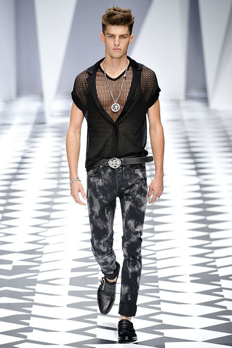 SS11_Milan_Versace0011_Paolo Ancisi(VOGUEcom)