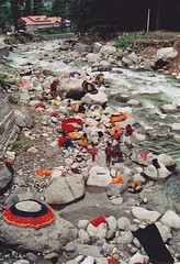 (Monica Forss) Tags: people india house film water analog 35mm canon river landscape eos asia laundry analogue washing manali himachalpradesh travelphotography canoneos1000