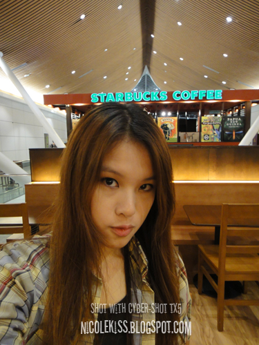 chilling in starbucks klia