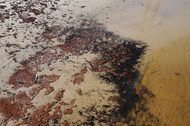 oil on beach_8185 web