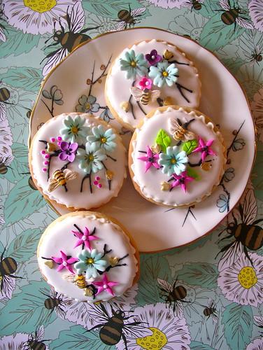 summer bee cookies