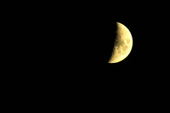 Mezza Luna (jojofotografia) Tags: sky moon nikon zoom sigma aixenprovence luna 28 mezza astronomia 70200 notte luce aix mezzaluna notturno lunga esposizione oggi scuro 2x definizione pianeti lumier oscurità ieri lungaesposizione luynes sigma70200 crateri satelliti sigma70200mmf28ex d700 lontana nikond700 duplicatore